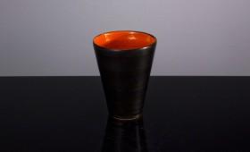 Svart orange kopp